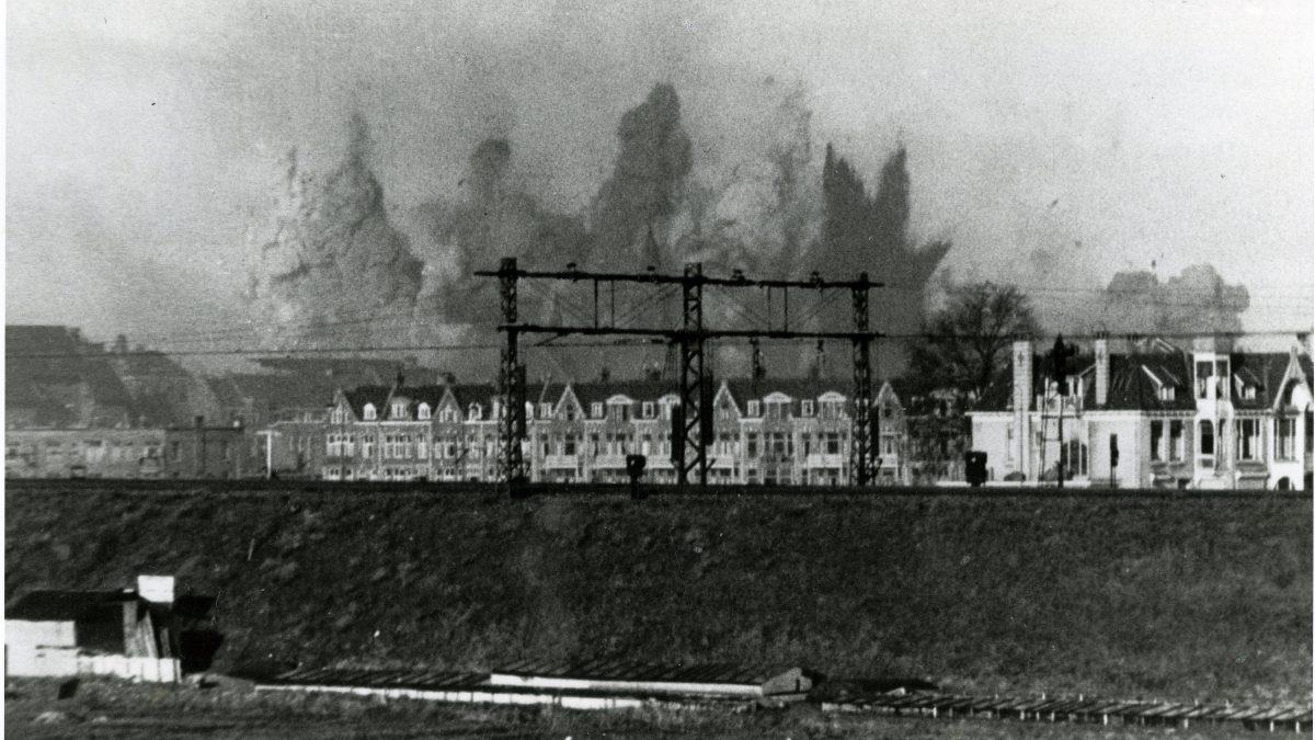 Explosies_tijdens_het_bombardement_van_Bezuidenhout_3_maart_1945