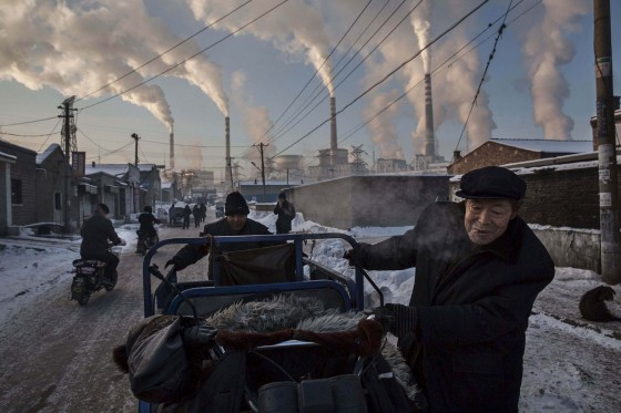 Daily Life, 1st prize singles (Kevin Frayer - China's Coal Addiction)